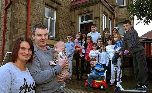 Photo of See Britain's Largest Family Who Will Have Their 20th Child In September