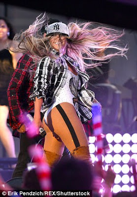 Jlo sexy, JLO sexy Flaunts Famous Backside As She Tweaks On Stage During 4th Of July Concert, Latest Nigeria News, Daily Devotionals & Celebrity Gossips - Chidispalace