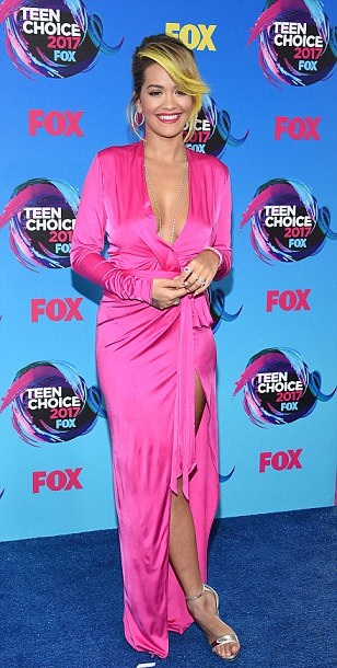 Teen choice Awards, Rita Ora Takes The Plunge In Hot Pink As She Leads The Teen Choice Awards Glamour, Latest Nigeria News, Daily Devotionals & Celebrity Gossips - Chidispalace