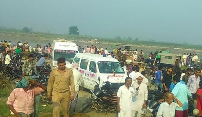 22 drown as boat capsizes in India this morning