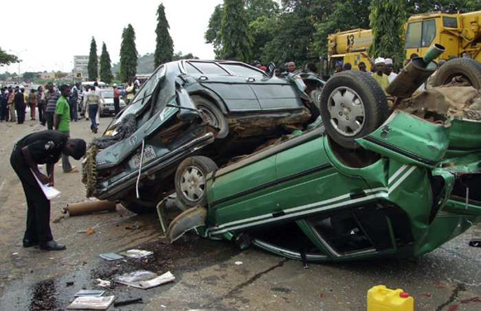 Auto Crash, So sad! Bus conductor killed in auto crash on Lagos-Ibadan expressway
