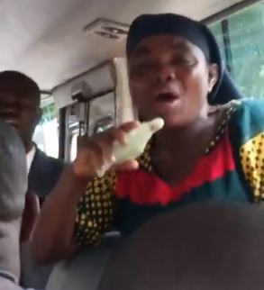 embarrassing, How embarrassing! Catholics and protestants fight for right to preach in a bus in Anambra state (video)