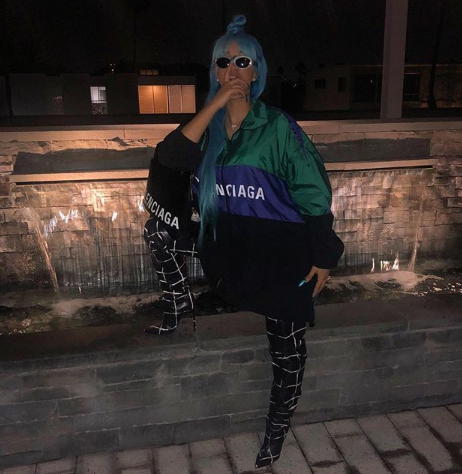 Cardi B threatens to drop her baby and fight a non supporter
