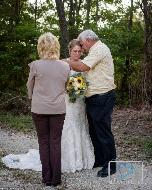 Grieving bride wears wedding dress, Grieving bride wears wedding dress to fiancé's grave on wedding day (Photos)