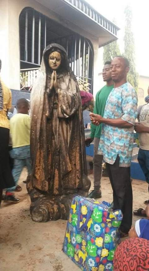 Woman sets statue of Virgin Mary ablaze at a Catholic Church in Enugu, Woman sets statue of Virgin Mary ablaze at a Catholic Church in Enugu (Photos)