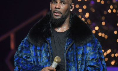 R kelly, Wow! R Kelly Encourages Ladies To Grab His Crotch As He Performs