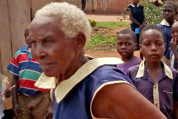 Photo of 80-year-old Ugandan woman enrolls for Primary One, aims to become a teacher (Photo)
