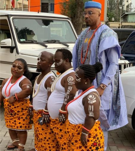 , Video: Pretty Mike steps out for a wedding with four dwarfs carrying sacrifice