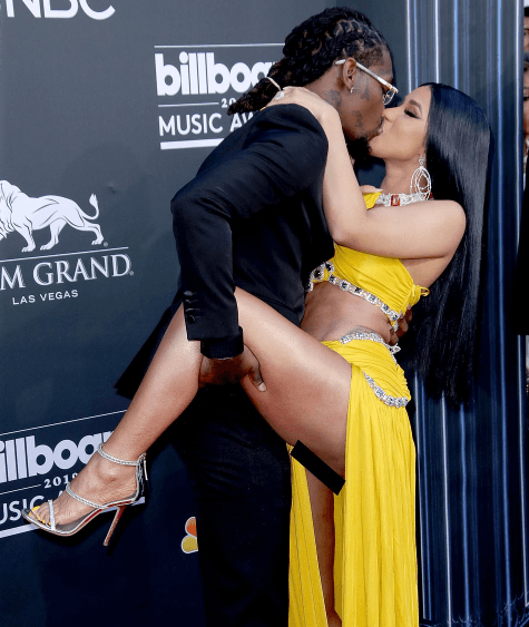 , Cardi B nearly exposes her private part as lifts her leg while posing with Offset at Billboard Awards (Photos)