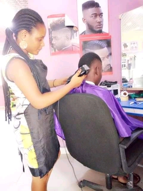 Meet 21-year-Old Female Bayelsa Professional Barber With So Much Passion