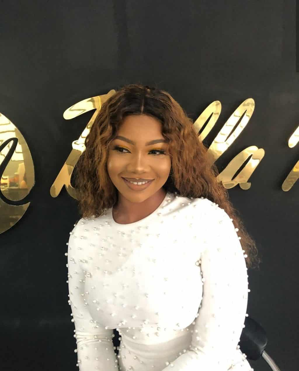 Watch moment a fan snatched Tacha's glasses from her, Watch moment a fan snatched Tacha's glasses from her [video], Latest Nigeria News, Daily Devotionals & Celebrity Gossips - Chidispalace