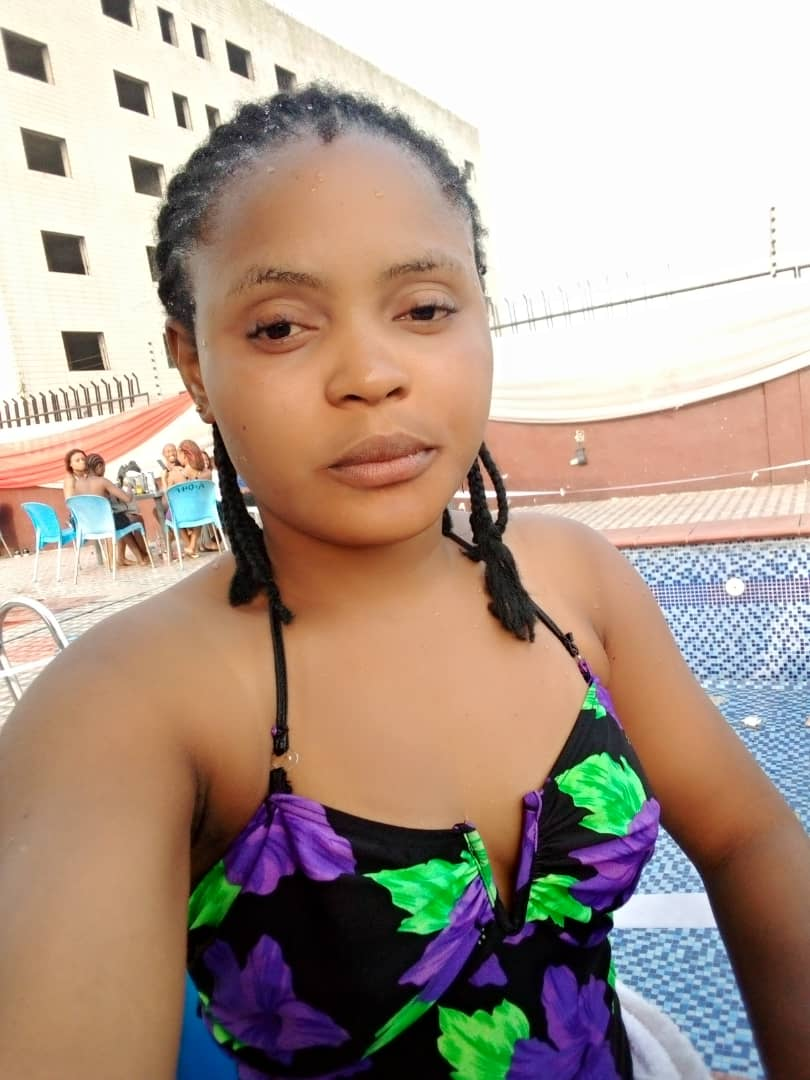 22-year-old Female Barber show off hot body in swimming pool