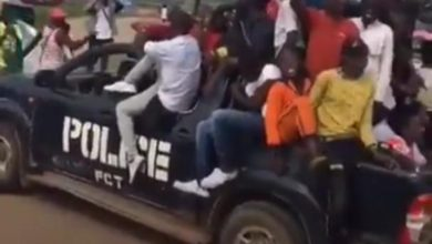 Photo of Hoodlums who attacked Abuja protesters came in police van (Photo)