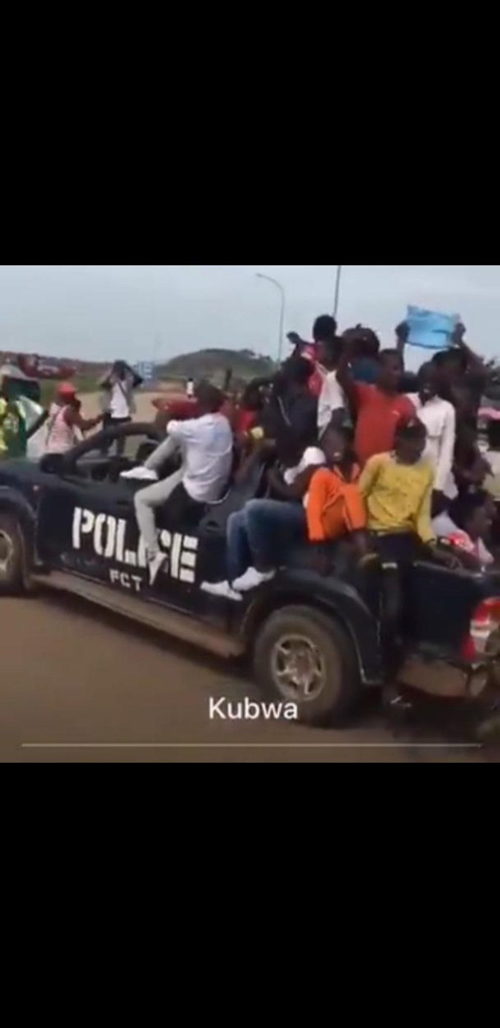 Hoodlums who attacked Abuja protesters came in police van (Photo), Hoodlums who attacked Abuja protesters came in police van (Photo), Latest Nigeria News, Daily Devotionals & Celebrity Gossips - Chidispalace