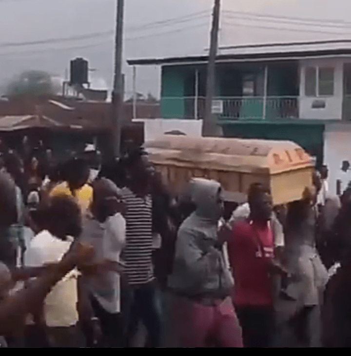 #EndSARS: Watch moment thousands of Ekiti youths march the street with Coffin, #EndSARS: Watch moment thousands of Ekiti youths march the street with Coffin, Latest Nigeria News, Daily Devotionals & Celebrity Gossips - Chidispalace